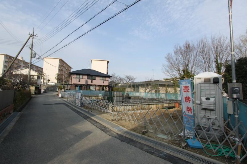 本物件の裏手は、川西中学校ですので、日当たり良好。