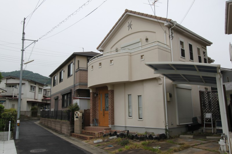 閑静な住宅地 「花屋敷1丁目」に出ました!平成15年4月築 2,980万円1戸建