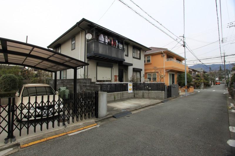 駅までの道のりは、ほとんど平坦。徒歩4分 人気の日生団地内の住宅です。