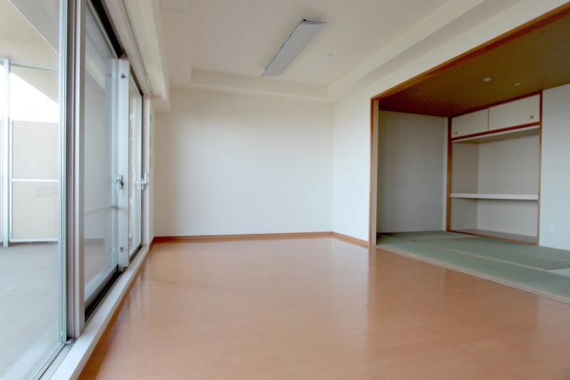キッチンからLDK、和室が見渡せます 小さいお子様のいらっしゃるご家庭にもおすすめです