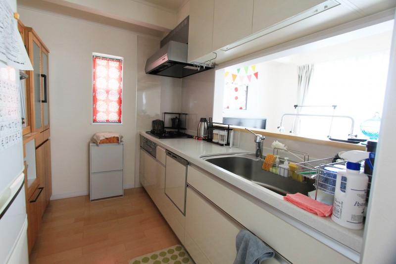 キッチン:家族を見渡せる対面キッチン