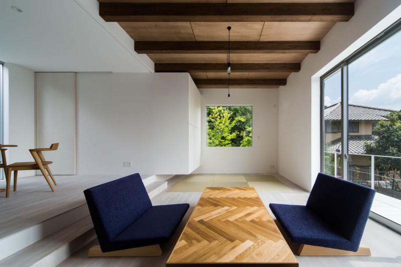 弊社施工事例:内観 室内の床は無垢材を使用。木の温もりに包まれた住まい。上質な暮らしをご提供いたします。