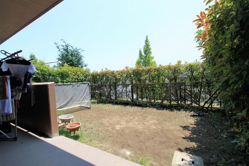 陽光ふりそそぐお庭で、ガーデニングやプール遊びなど、楽しむことができます。