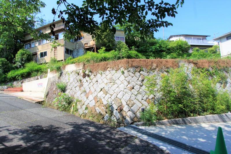 【物件正面】周辺は緑に恵まれた閑静な住宅街です。