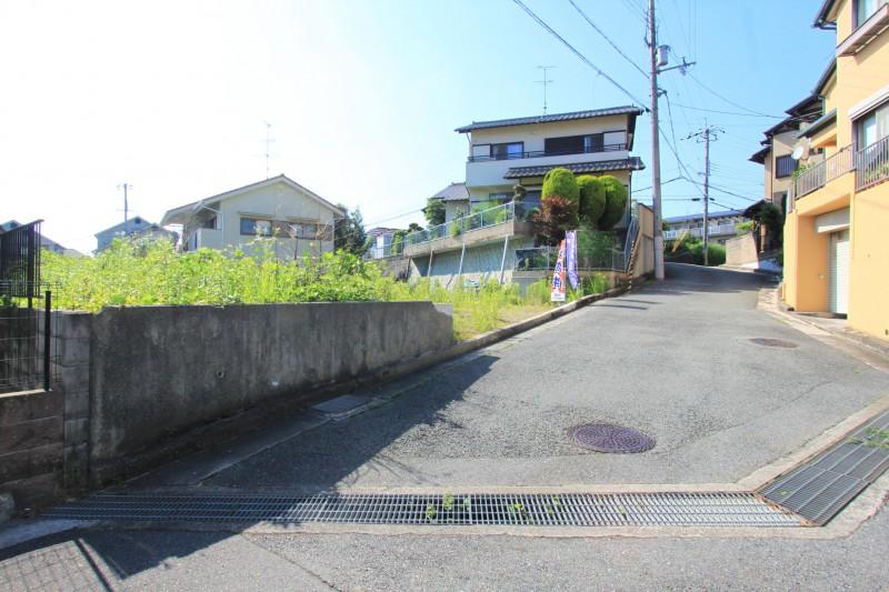 【接道】接道は東側で幅員は4.7mです。