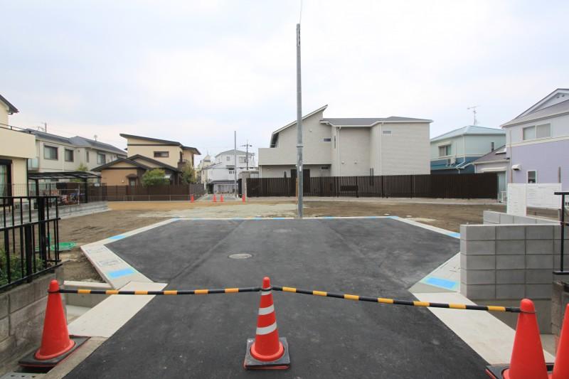 接道に充分な広さが設けられていますので、お車の出入りがしやすいです。
